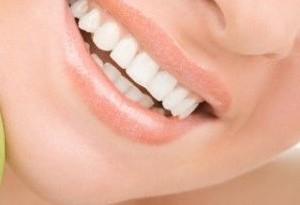 Sbiancare i denti con metodi naturali