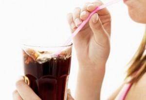 Bibite zuccherate: fa bene berle in estate?