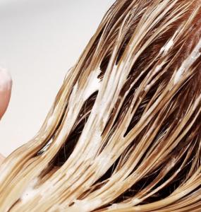lavarsi capelli ogni giorno