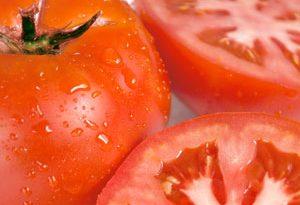pomodori per schiarire la pelle