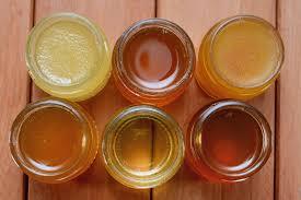 il miele biologico ha molte proprietà e benefici, a differenza di quello industriale